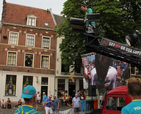 dj auto tijdens de start van de tour de france in Utrecht