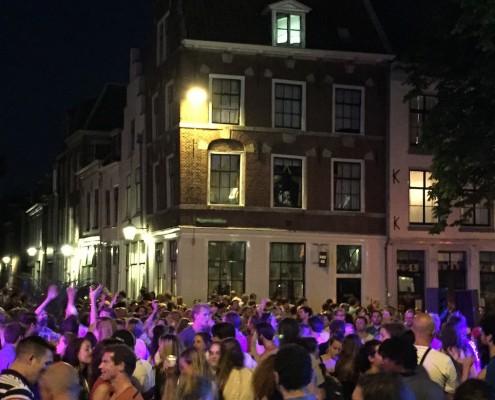 Tour de France festival avond muziek op het plein met dj auto hoogwerker