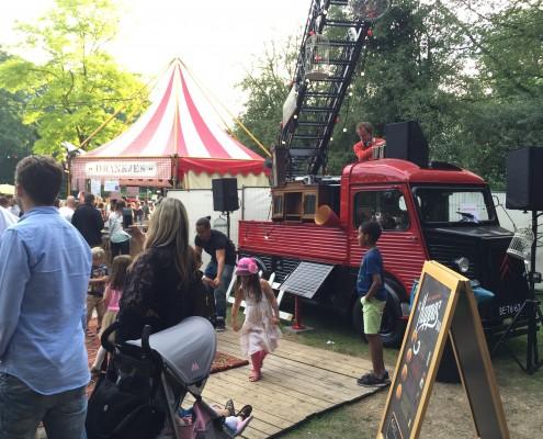 Food truck evenement Trek in Amsterdam met dj busje